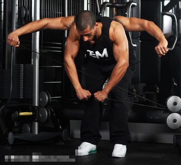 5 exercices de delt arrière tueur pour construire des épaules solides